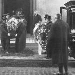Begravningen 1932 i Gustav Vasa Kyrka vid Odenplan. Det var här som Ivars kropp hämtades för att kremeras på regeringens uppdrag för att ingen officiell obduktion skulle kunna ske.