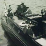 Greta Garbo till höger i bild ombord på Loris 1924. Mannen i skepparmössa närmast kameran är SFs VD Charlie Magnusson. Bilden tagen ur journalfilm.